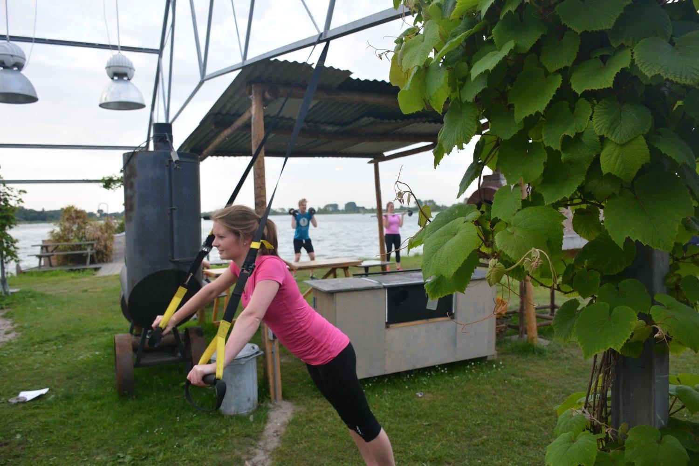 Deelnemers tijdens een bootcamp workout