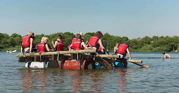 zelf vlotten bouwen op het meer