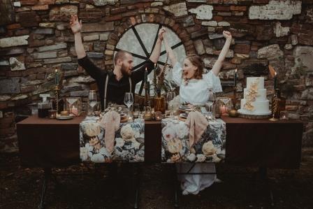 Bruidspaar dat hun bruiloftsfeest viert bij Como & Co